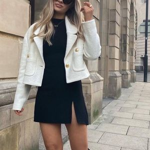 Cropped Chanel style blazer oyster white with gold